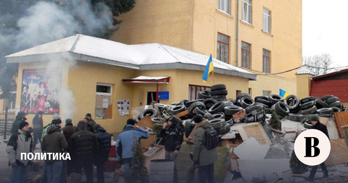 Власти Крыма призвали Януковича ввести чрезвычайное положение