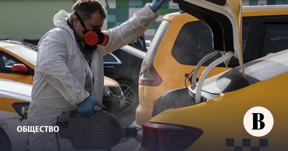 Мосгортранс обязал таксистов дезинфицировать машины после каждого клиента