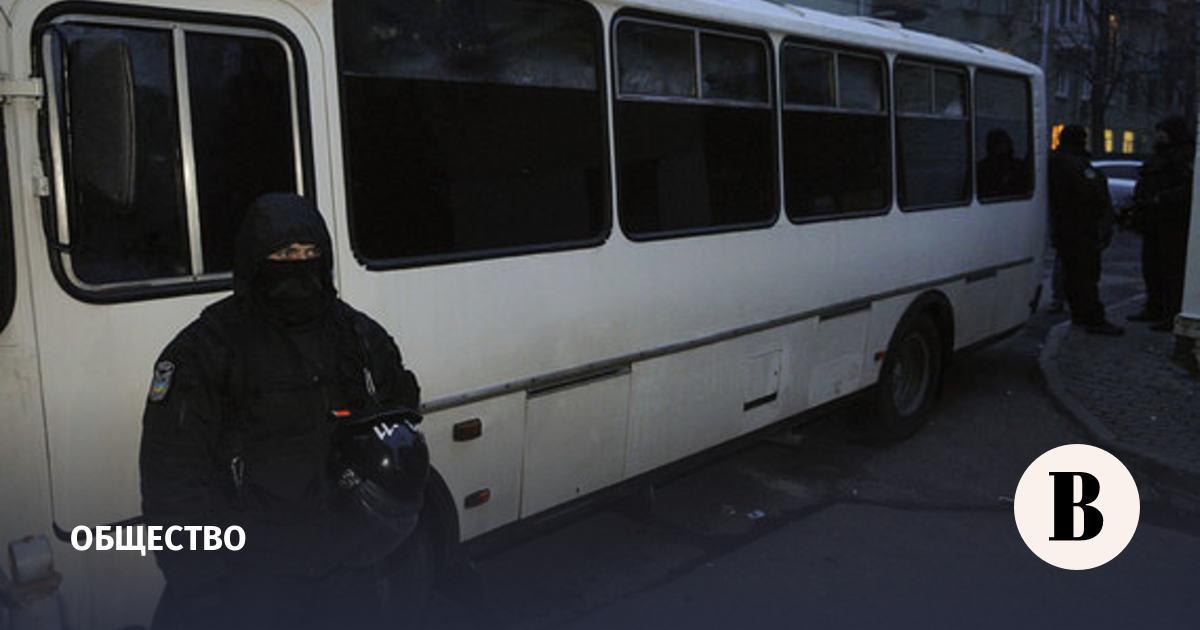 В Луцке на западе Украины мужчина взял в заложники пассажиров автобуса