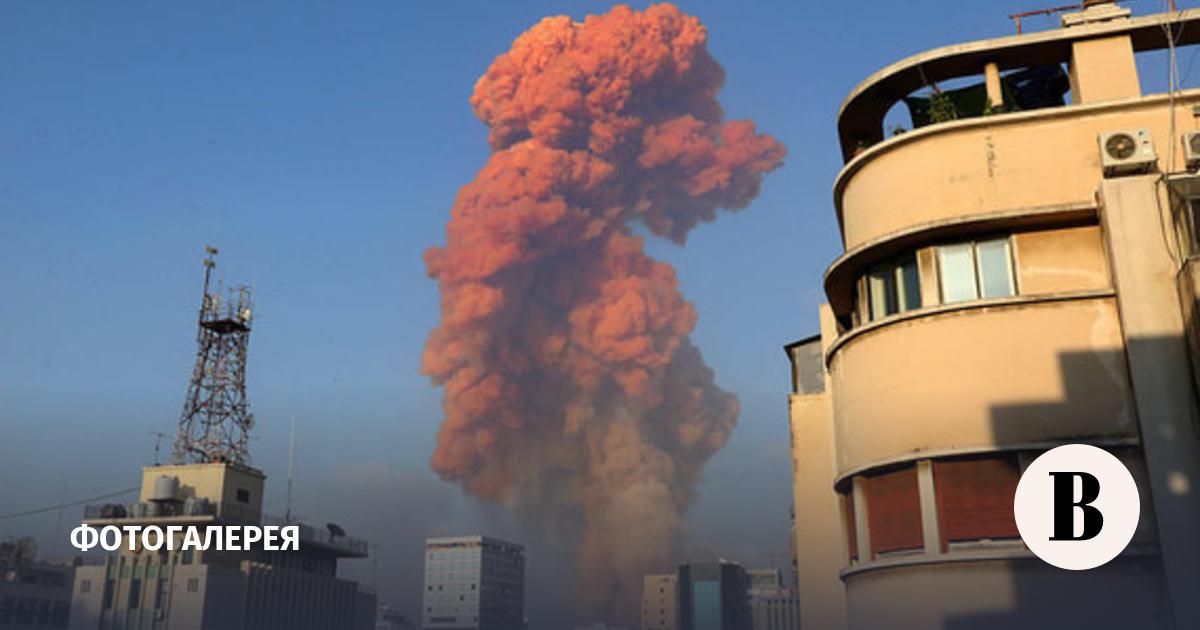 Около порта в Бейруте прогремел мощный взрыв. Фотографии