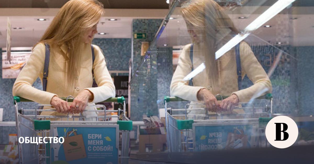 Россияне продолжили сокращать долю расходов на питание в июле