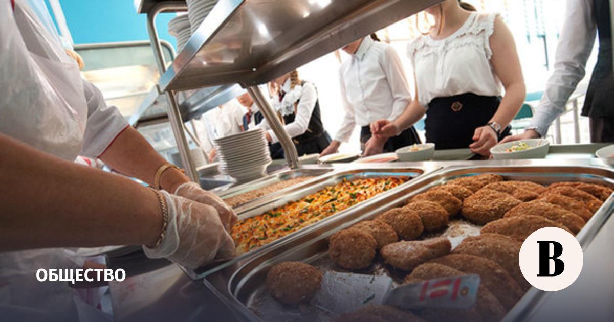 Правительство выделило еще около 30 млрд руб. на горячее питание в школах